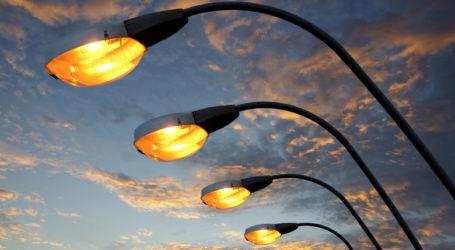 City May Turn Streetlights  into High-Speed WiFi Hotspots