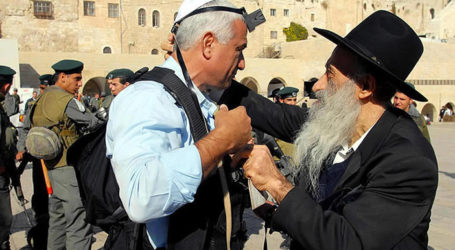51 Years After Six-Day War, How the Kotel Became Synonymous With Tefillin