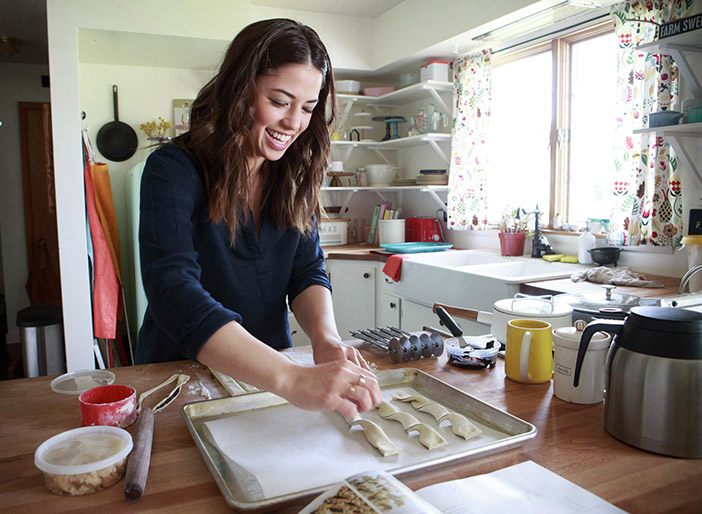Girl meets farm food network to feature urban country cuisine a new food network show premiering this month stars best selling cookbook author food blogger and chef molly yeh whose one of a kind recipes are inspired forumfinder Images