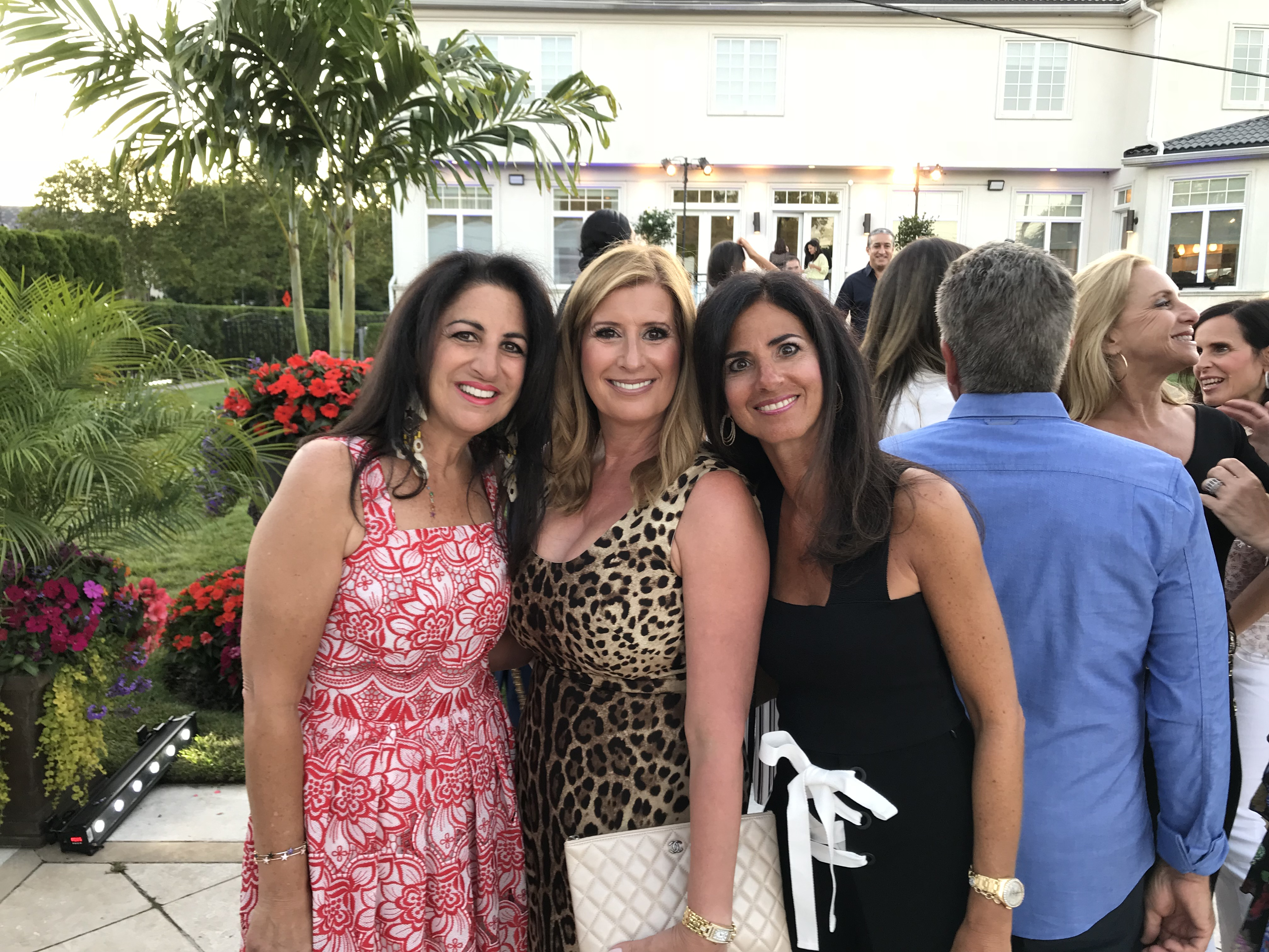 ADD THIS PIC TO ARTICLE ON PAGE 29 – Caption – Jeanette Azar, Lisa Oved, Lisa Djmal (3)