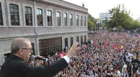 Erdogan Claims Lira Plunge a 'Political Plot' Against Turkey