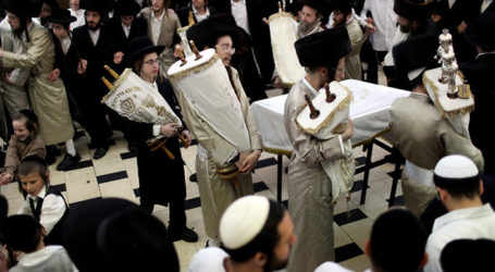Simchas Torah: Dancing With The Bride