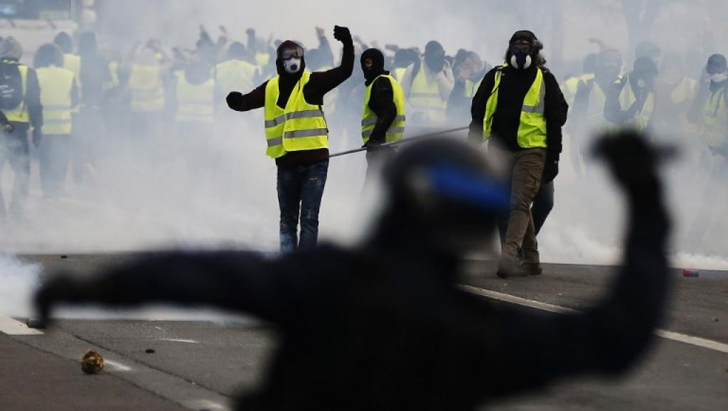 Almost 1,000 people arrested during violent protests in Paris