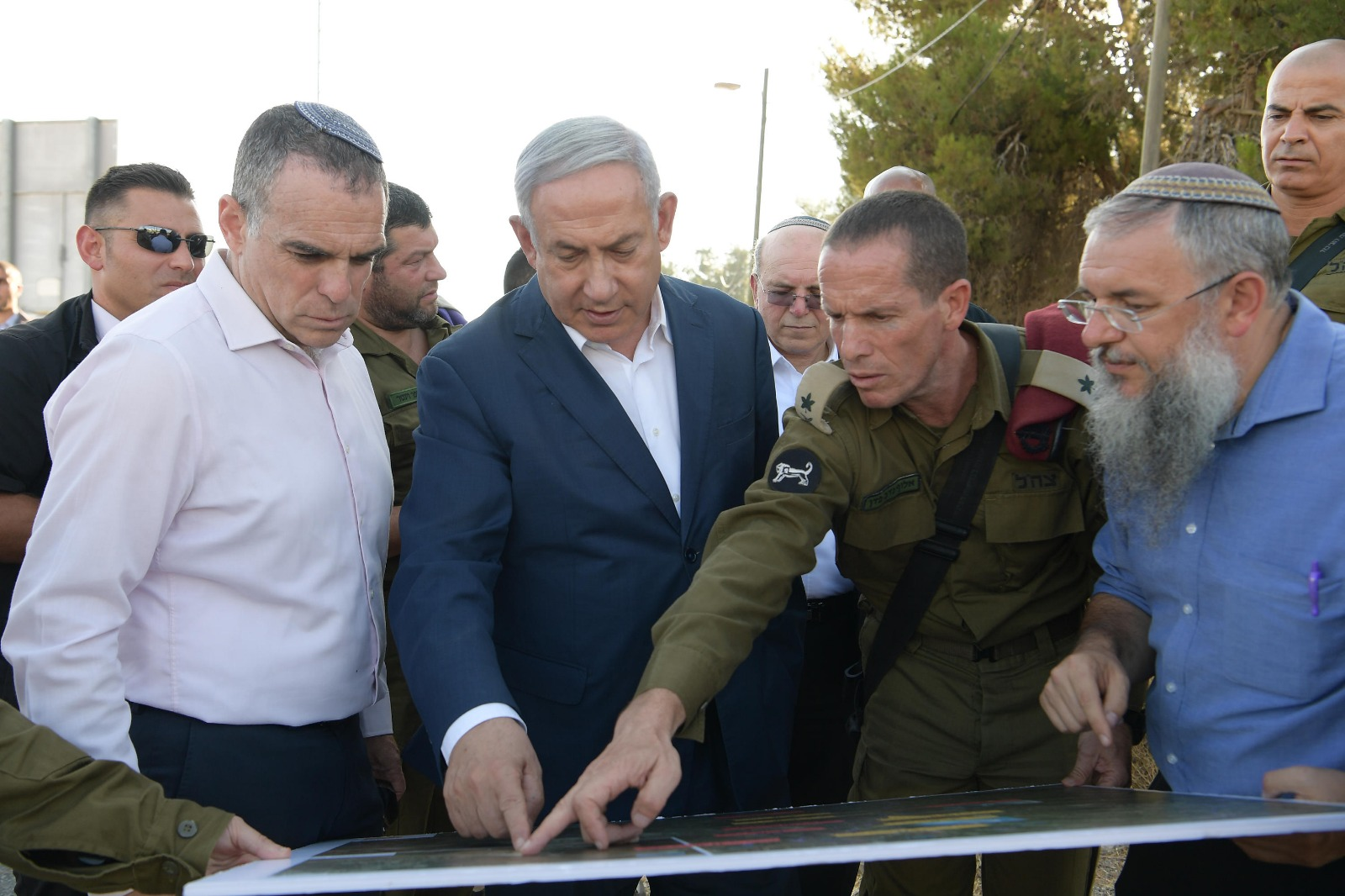PM Netanyahu with Efrat Mayor Oded Ravivi and Gush Etzion Mayor Shlomo Neeman Photo credit Amos Ben-Gershom GPO