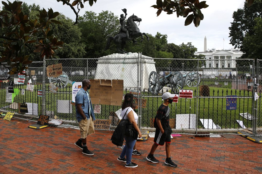 Cops Block Vandals From Taking Down Andrew Jackson Statue Near White House