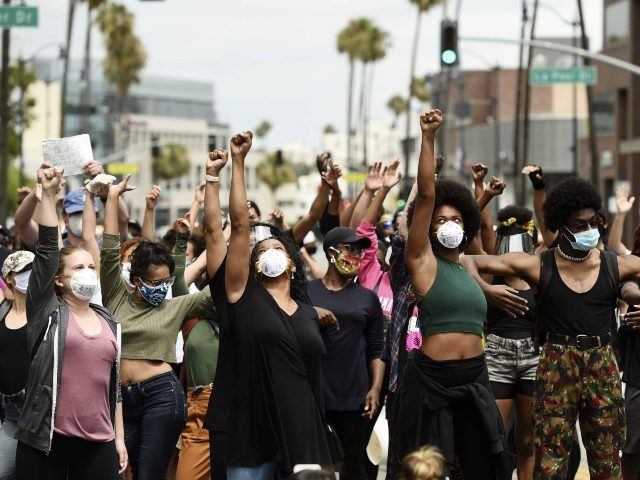BLM Protesters Storm Beverly Hills Neighborhood: 'Eat the Rich ...