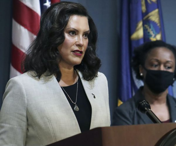 Whitmer: Michigan businesses must bar people who don't wear masks